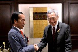 Presiden bertemu PM Singapura sebelum plenary KTT ASEAN  Bangkok