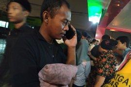 Ayah korban kebakaran pabrik mancis bawa bantal anaknya ke RS Bhayangkara