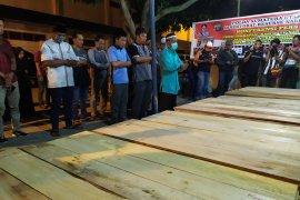 19 jenazah korban pabrik mancis terbakar dishalatkan sebelum diserahkan kepada keluarga