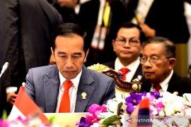 Jokowi minta anak muda bisa bekerja cepat