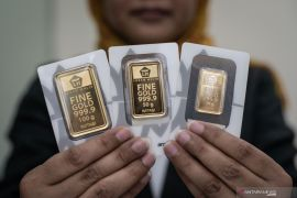 Harga emas batangan Antam turun Rp1.000 per gram