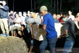 Seluruh jenazah korban kebakaran pabrik mancis selesai  dikebumikan