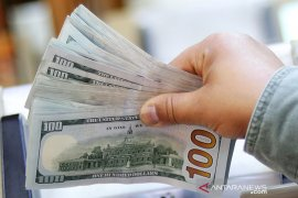 Dolar Amerika sedikit menguat dengan fokus perdagangan AS-China, risalah Fed