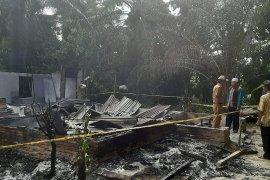 Layak disebut durhaka, seorang anak tega bakar rumah orang tua sendiri