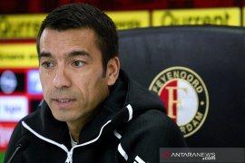 Van Bronckhorst tinggalkan China setelah satu musim