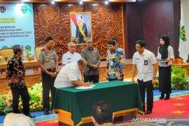 Bupati Kutim ikut tandatangani komitmen pemberantasan korupsi terintegrasi