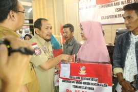 Penyerahan santunan pada ahli waris korban tsunami di Pandeglang