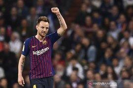 Gelandang asal Kroasia Rakitic keluhkan minimnya waktu bermain di Barcelona musim ini