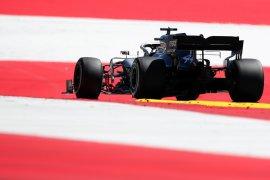 Hamilton diganjar penalti mundur tiga posisi start di Austria karena halangi Raikkonen