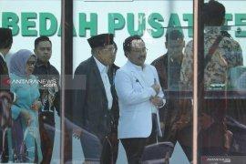 Ketika Wali Kota Surabaya Tri Rismaharini tergolek di rumah sakit