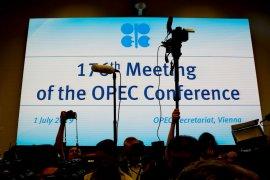 OPEC melanjutkan pemotongan pasokan, topang harga karena ekonomi melemah