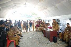 Bupati Halut tepati janji berkantor di depan pos tambang PT NHM