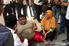 Anak obesitas dibujuk Wabup Karawang agar mau diperiksa
