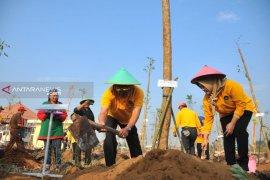 Pemkot Surabaya-Kejati Jatim aksi pelestarian lingkungan di Taman Harmoni