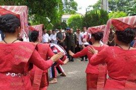 """Kunjungan kerja, Gubsu disambut tarian etnis Simalungun """"Tortor Somba"""""""