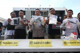 Polisi tembak mati pengedar narkoba di Surabaya