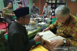 Leiden University professor visits Islamic school in Banten