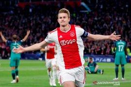Juventus resmi ajukan tawaran untuk  kapten Ajax Matthijs de Ligt