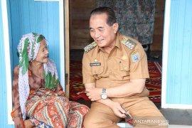 H Achmad Fikry raih penghargaan tokoh nasional peduli lansia