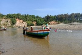 Nelayan Mukomuko keluhkan dangkalnya muara sungai