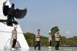 Peringati HUT Bhayangkara Kapolri ziarah ke taman makam pahlawan Kalibata