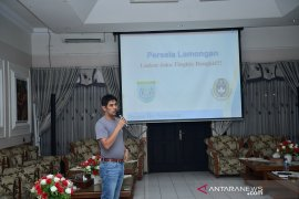 Nil Maizar presentasi di hadapan manajemen Persela