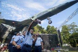 Peresmian monumen pesawat F5 Tiger