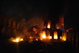 Kebakaran tumpukan gerbong kereta bekas di Purwakarta tak ganggu perjalanan KA