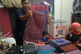 Disperindag Lebak bina perajin kain tenun Suku Baduy