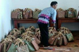 Usai hadiri Harganas pejabat dan Undangan bawa pulang tas purun HSU