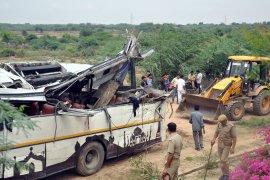 Sopir ngantuk, sebuah bus terpental dan menewaskan 28 orang