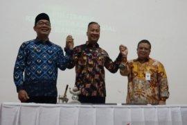 Ridwan Kamil banggakan program sosial Jabar di hadapan Mensos