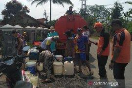BPBD Sukabumi salurkan air bersih ke lokasi kekeringan