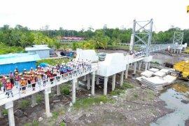 Kementerian PUPR menuntaskan pembangunan jembatan gantung di Kabupaten Asmat