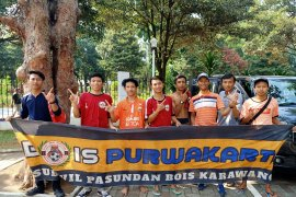 Suporter 'Budak Oranye Indung Sunda' tiba di GBK sejak pagi