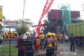 Jalan Sholeh Iskandar masih ditutup akibat tiang pancang Tol BORR ambruk