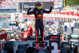 Horner sebut Verstappen lebih baik dari Hamilton saat ini