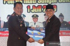 Syukuran HUT Bhayangkara Wabup HSS serahkan hibah tanah dan mobil