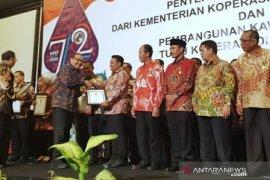 Pemkot Tanjungbalai terima penghargaan Bhakti Koperasi 2019