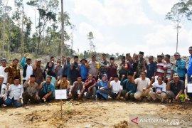 Dandim 0212/TS - Kapolres Tapsel tanam perdana Kopi Ateng di Arse