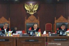Kuasa hukum PAN pinjam berkas permohonan, peserta sidang pileg tertawa