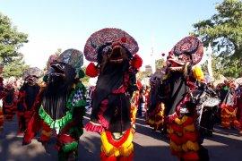 Ribuan penari ikut tari kolosal 1.000 barong