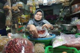 Cabai kering impor jadi pilihan pembeli akibat melambungnya harga cabai lokal