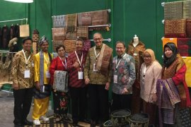 BI Kalbar kenalkan tenun Lunggi Sambas di Karya Kreatif Indonesia 2019