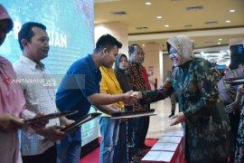 Belasan korban kebakaran di Surabaya dapat bantuan dana perbaikan rumah
