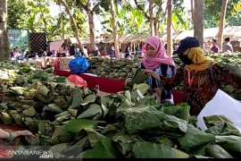 Sebanyak 26.600 sego buwuhan Bojonegoro catatkan rekor MURI (Video)