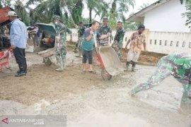 Bersama masyarakat TNI siap tuntaskan pembangunan jalan