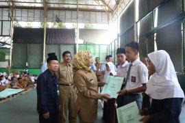 Tahun ajaran baru, 1.893 siswa di Kabupaten Serang terima beasiswa