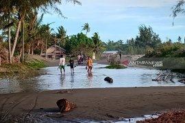 Banjir rob landa empat desa di Aceh Barat