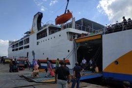 Arus kedatangan penumpang kapal di Trisakti masih tinggi